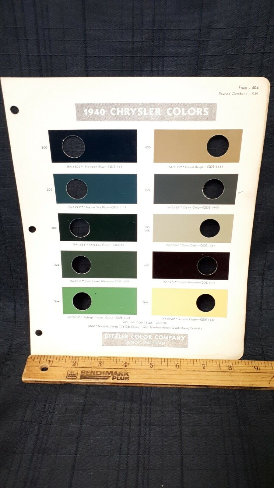 1940 CHRYSLER - Exterior Color Paint Chips - Good Condition (US)