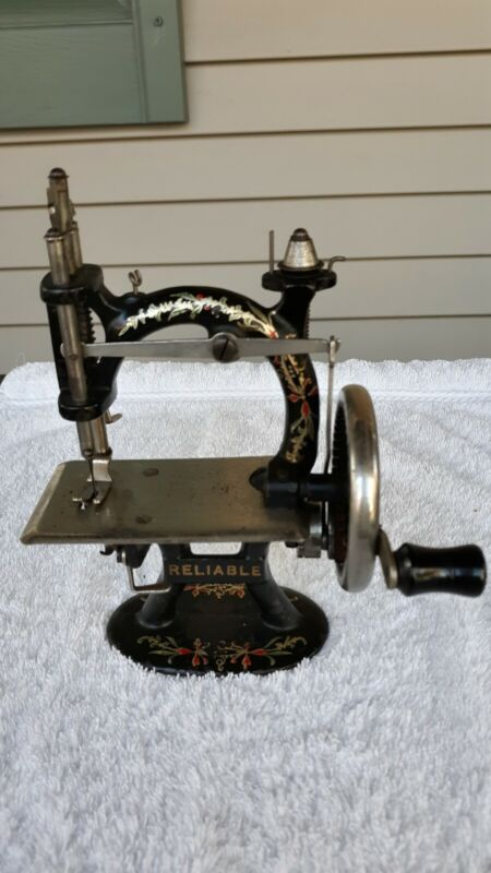Antique Reliable Foley & Williams Child's Sewing Machine- Rare!