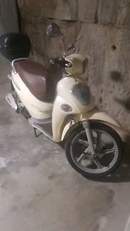 Kymco ak550 the beast is here technology at its best 2018 kymco people espresso 150 scooter fandeluxe Image collections