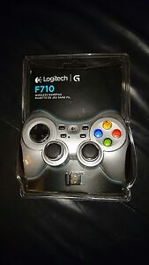 Logitech F710 Bluetooth Game Controlller