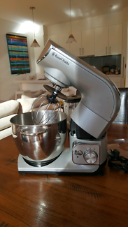 RUSSELL HOBBS STAND UP PRO MIXER IN AS NEW CONDITION