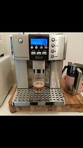 Delonghi Prima Donna (ESAM6600) Coffee Machine Melton Melton Area Preview