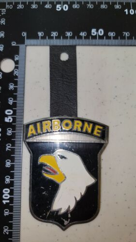 K2445 Vietnam US Army Pocket Hanger Metal 101 Airborne Division L3A