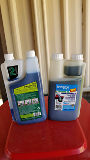 2 Stoke oil  brand new 2x1litre plus 2 litre fuel can