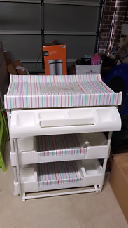 Nappy changer/ Baby change table and bath