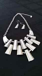 Necklace and Earings Hampton East Bayside Area Preview