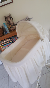 Baby Bassinet - hardly used! Ardeer Brimbank Area Preview