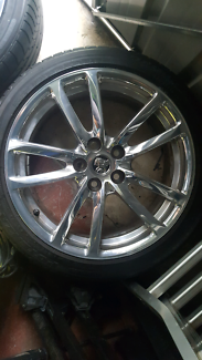 VE COMMODORE WHEELS AN TYRES.