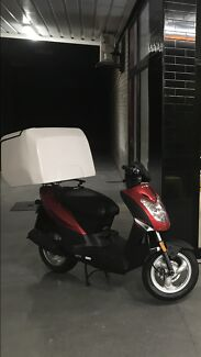 FOOD-READY DELIVERY SCOOTERS