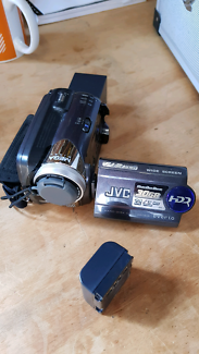 Jvc handy cam with extra long life battery