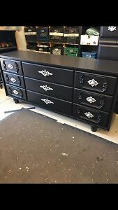 BLACK 2 PIECE DRESSER SET