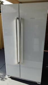 Bosch side by side fridge/freezer, 600 ltrd