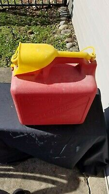 Vintage Old Type 5 Gallon Model 1-2620 Vented Red Plastic Gas Can With Funnel