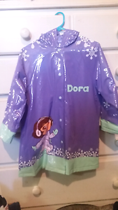 Dora Raincoat new condition size 4-5 Aberglasslyn Maitland Area Preview