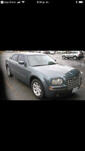 CHRYSLER 300-SERIES TOURING 2005 /LOW KM 173,000  OBO