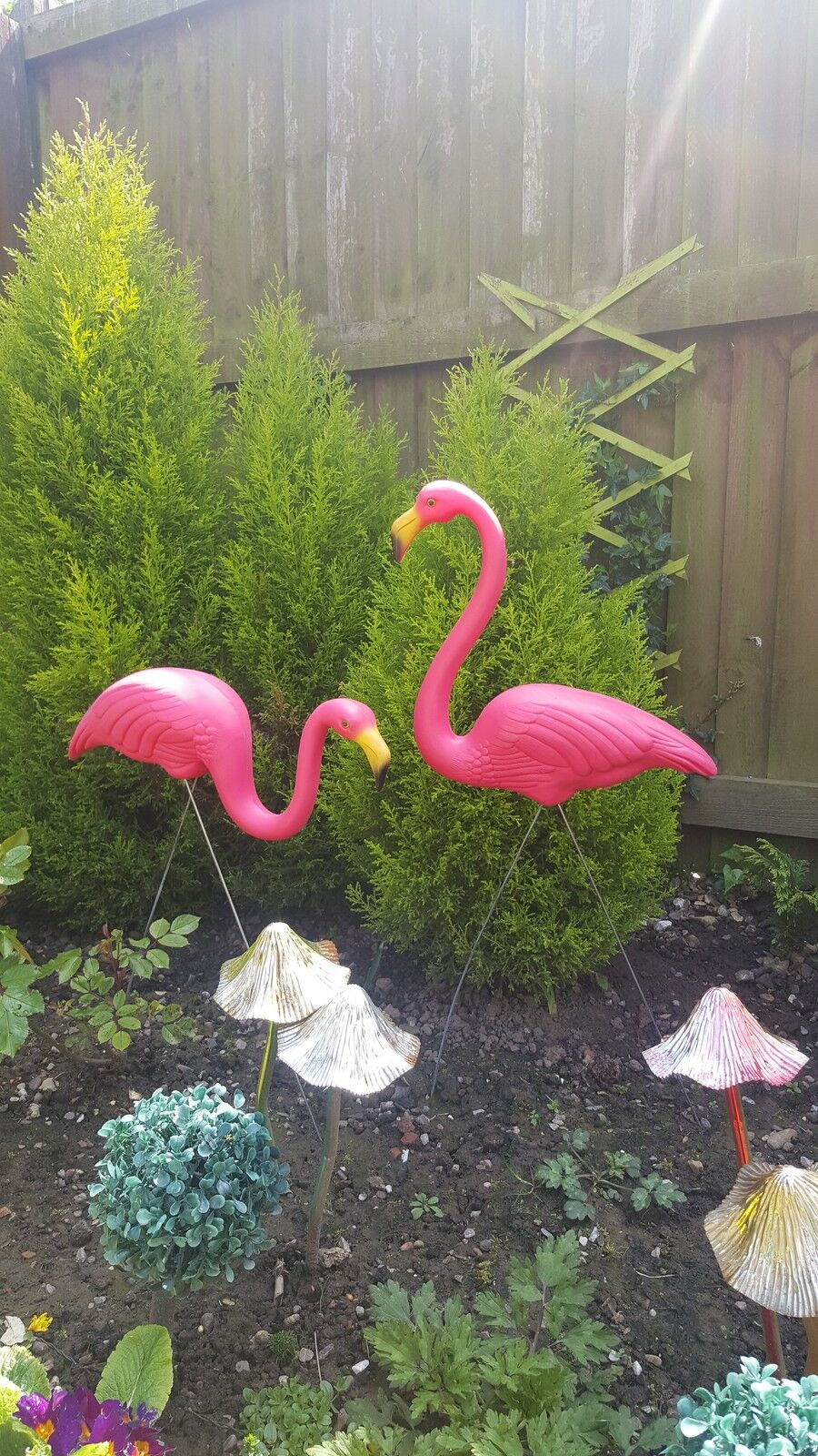 Pair of pink lawn pond flamingo plastic garden party for Pond decorations