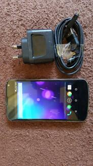 Nexus 4 16G unlocked cracked rear glass