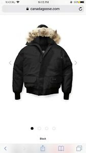 LOOKING FOR CANADA GOOSE BOMBER SIZE MEDIUM