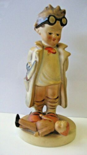 VINTAGE HUMMEL FIGURINE STATUE #127 DOCTOR WITH DOLL FULL BEE MARK
