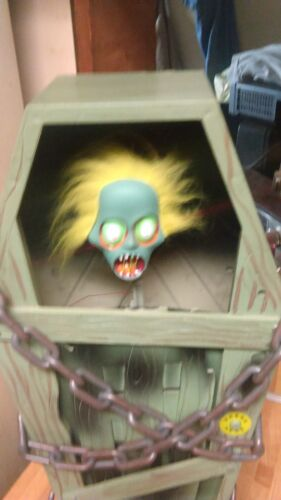 Gemmy Coffin Screaming Animated Ghoulie,works great,ex!