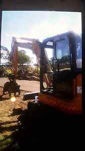 Excavator 5.5 ton hire $90  p/hr $110 combo with tipper Albion Park Shellharbour Area Preview