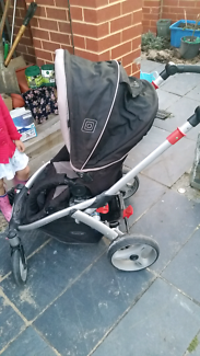 Stroller pram very good condition 2 section click