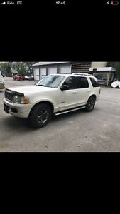 Ford explorer 2004 V8 4,6 limited piece ou route