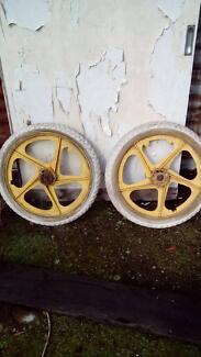 Bmx wheels ( tuffs)