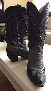 CORRAL boots / Size 8.5