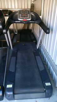 ONLY $400!! 1x COMMERCIAL TREADMILL LEFT NEED GONE!