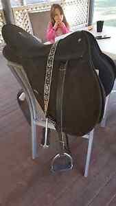 All purpose wintec saddle & saddle mat Morayfield Caboolture Area Preview