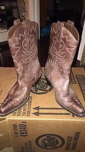 Women's leather cowboy boots (size 5)