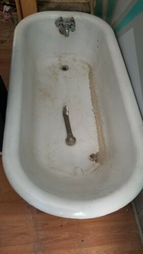 Cast iron tub 5 Ft