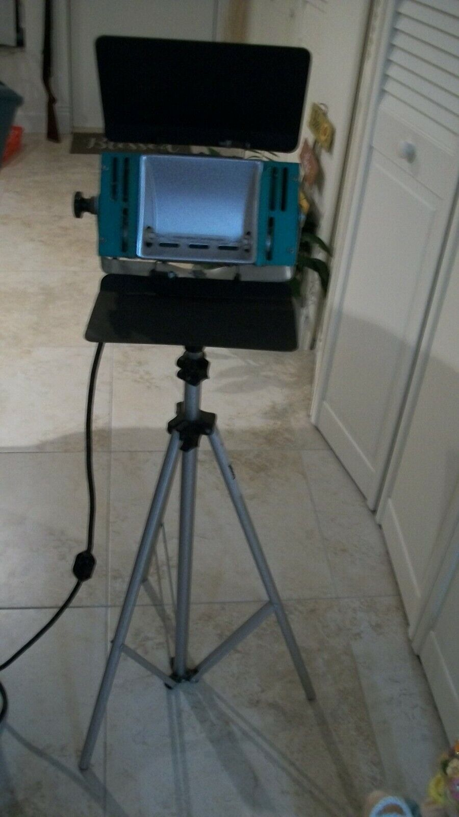 Photo Lights AND Tripod, Bogen Professional Alum. 3 Sections 96 Tall - $13.00