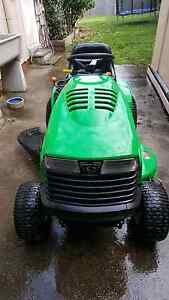 Ride on lawnmower Elanora Heights Pittwater Area Preview