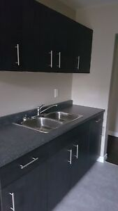 ALL INCLUSIVE~~~LAUNDRY IN SUITE~~~COMPLETELY RENOVATED