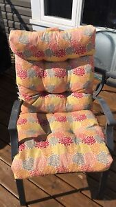 6 chairs with cushions and glass table