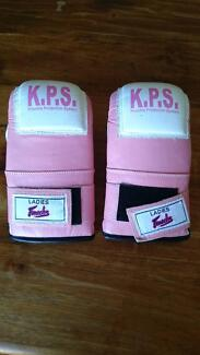Ladies Pink Boxing Gloves - Fenech Abbotsbury Fairfield Area Preview