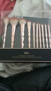 Makeup brushes brand new unopened box