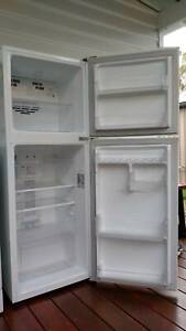 LG Top Mount Fridge Freezer 205litre - great condition
