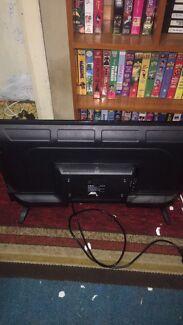 Akai 32 inch TV