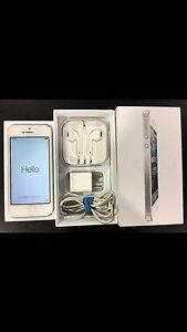 IPHONE 5 SILVER / WHITE 16GB EXCELLENT CON BELL $200