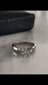 Brand new high quality 18k diamond ring.