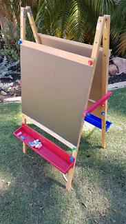 Kids chalkboard art easel