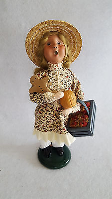 BYERS CHOICE CAROLER WILLIAMSBURG GIRL WITH CRATE OF APPLES PUMPKIN GINGERBREAD