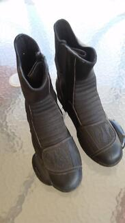 Leather Motorcycle Road Boots Size 42.