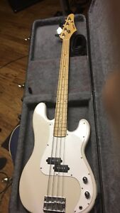 Samick bass guitar with hard shell case