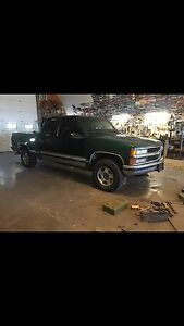 1996 RUNNINGChevy truck 4x4 AND parts truck