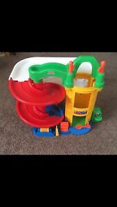 Car ramp toy very good  condition
