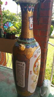Chinese emperor's vase with a stand Denistone East Ryde Area Preview